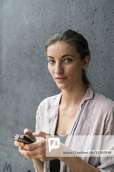 Porträt einer jungen Frau SMS