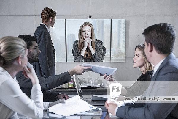 Mitarbeiter in Videokonferenz