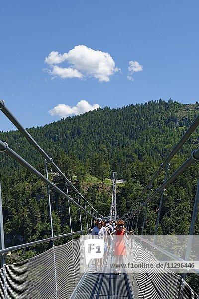 Hängebrücke Higline 179 an der Burgruine Ehrenberg,  Ruine in Reutte,  Tirol,  Österreich,  Europa