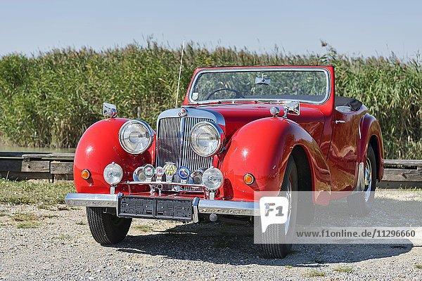 Oldtimer Triumph Roadster 2000  Baujahr 1948  4 Zylinder  Hubraum 2000 ccm  3 Vorwärtsgänge  60 PS  100 km/h  Aluminium Karosserie