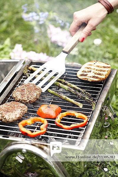 Preparing food on grill