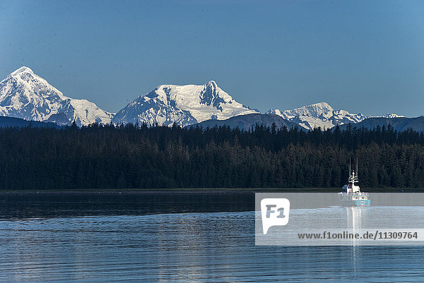 glacier bay  national park  Alaska  USA  mountains  water