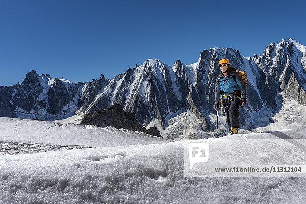 Frankreich  Chamonix  Argentiere Gletscher  Les Droites  Les Courtes  Aiguille Verte  Alpinist