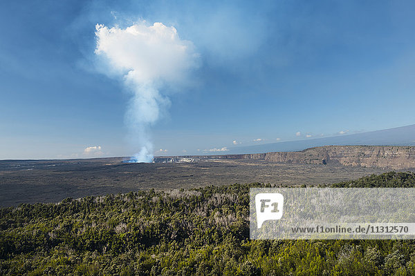 USA  Vereinigte Staaten  Amerika  Hawaii  Big Island  Volcanoes National Park  UNESCO  World Heritage  crater rim