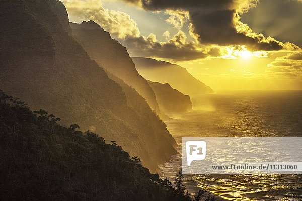 USA  Vereinigte Staaten  Amerika  Hawaii  Kauai  Hanalei  Na pali coast  Kalalau Trail