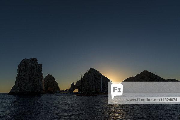 Mexiko  Cabo San Lucas  Blick auf El Arco bei Sonnenuntergang