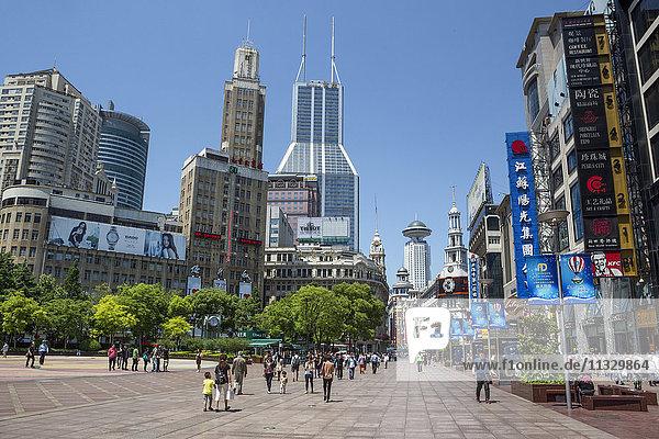 Nanjin Lu Street in Shanghai