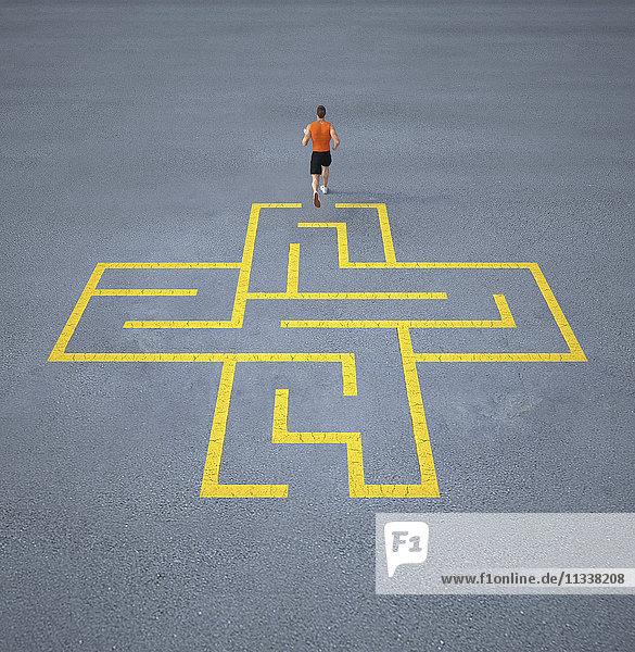 Sportler läuft aus einem Labyrinth