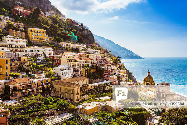 Klippennahe Gebäude am Meer  Positano  Amalfiküste  Italien