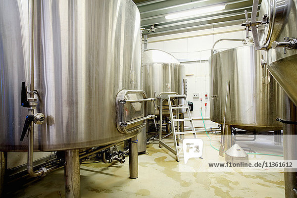 Brew tanks in small scale brewery