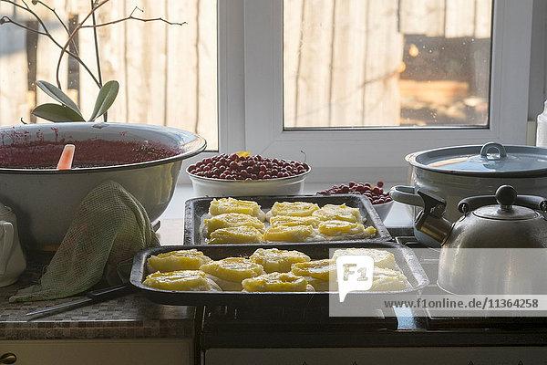 Russisches Nationalgericht  Kuchen mit Kartoffeln  frisch gebacken