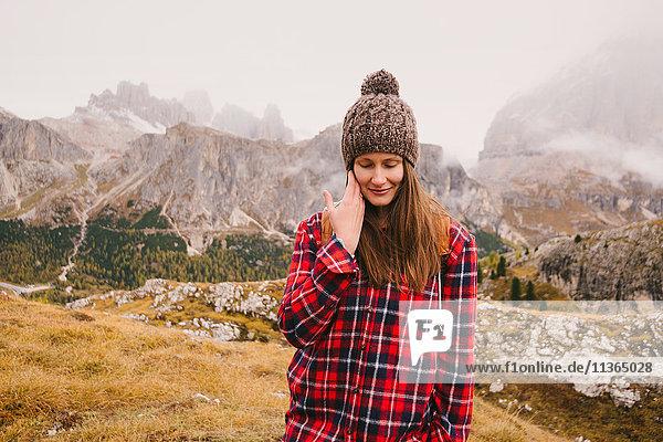 Wandern  Lagazuoi im Hintergrund  Dolomiten  Südtirol  Italien
