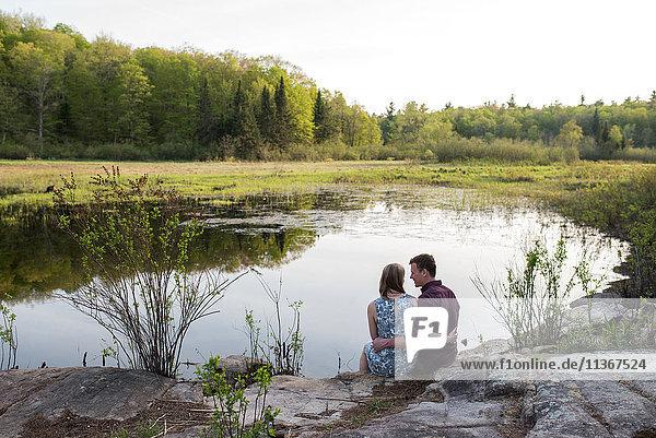 Ehepaar genießt See  Ottawa  Ontario