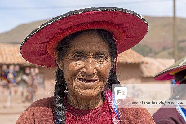 Einheimische Frau  Portrait  Queromarca  Cusco  Peru  Südamerika