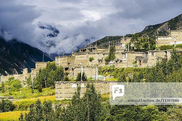 Steinhäuser  Ghusang  oberes Marsyangdi Tal  Manang  Nepal  Asien