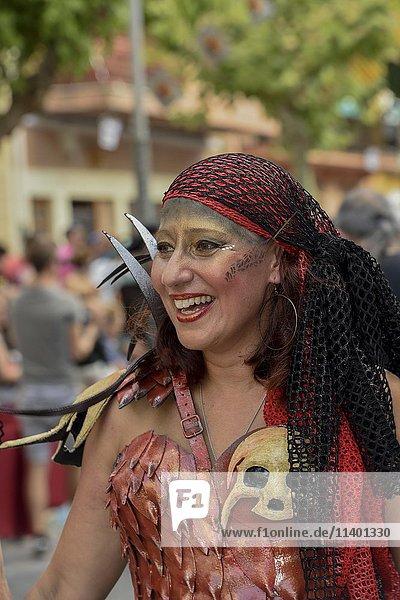 Frau in historischer Kleidung  Umzug Mauren und Christen  Moros y cristianos  Jijona oder Xixona  Alicante  Costa Blanca  Spanien  Europa