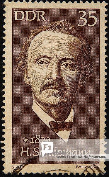 Deutsche Briefmarke  DDR  Porträt Heinrich Schliemann  deutscher Geschäftsmann und Archäologe