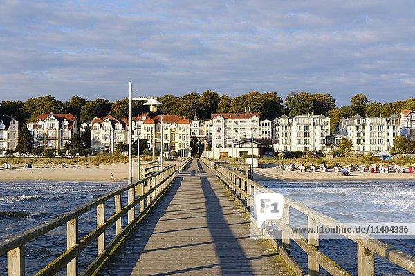 Seebrücke im Seebad Bansin  Usedom  Ostseeküste  Mecklenburg-Vorpommern  Deutschland  Europa