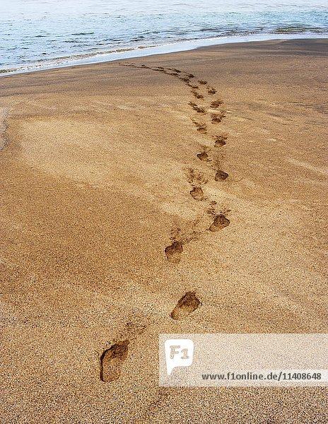 Fußspuren im Sand  Strand Playa de la Solapa  bei Ajuy  Fuerteventura  Kanarische Inseln  Spanien  Europa Fußspuren im Sand, Strand Playa de la Solapa, bei Ajuy, Fuerteventura, Kanarische Inseln, Spanien, Europa
