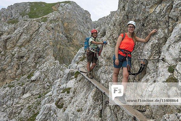 Hikers on via ferrata  hiking trail  Mittenwalder Höhenweg  Karwendel  Mittenwald  Germany  Europe