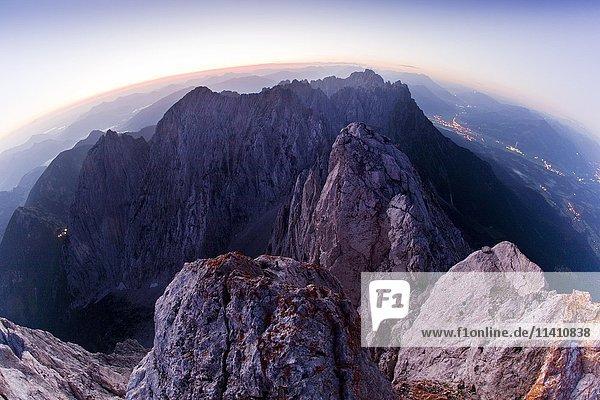 Sonnenaufgang in den Bergen  Elmauer Halt 2344m  Wilder Kaiser  Kaisergebirge  Nördliche Kalkalpen  Tirol  Österreich  Europa