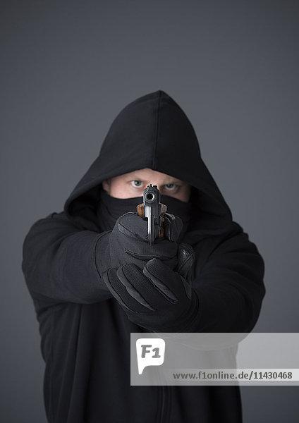 Gewalttäter mit Schusswaffe