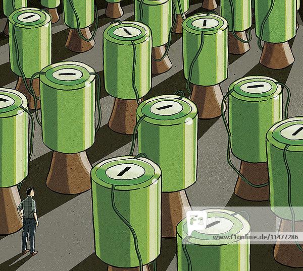 Mann umgeben von großen Spendenbüchsen