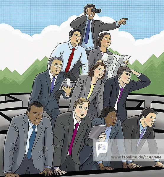 Geschäftsleute bilden eine Pyramide um aus einem Labyrinth herauszuschauen
