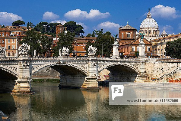 Sant Angelo Bridge  River Tiber  Rome  Lazio  Italy.