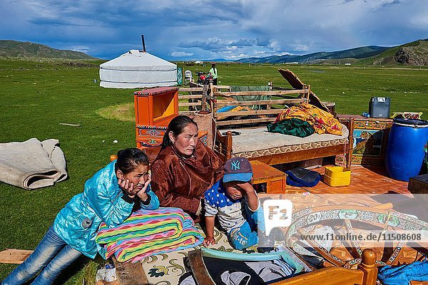 Mongolia  Ovorkhangai province  Okhon valley  Nomad camp in migration.