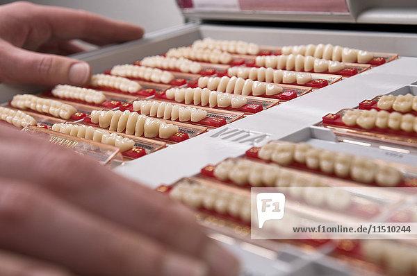 Zähne im Zahnlabor