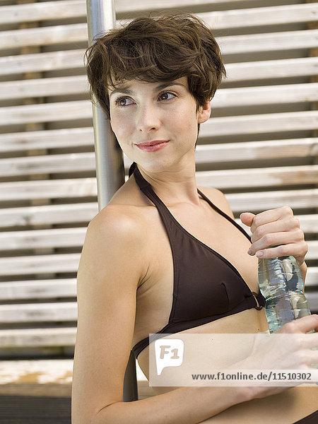 Frau mit Wasserflasche  Portrait