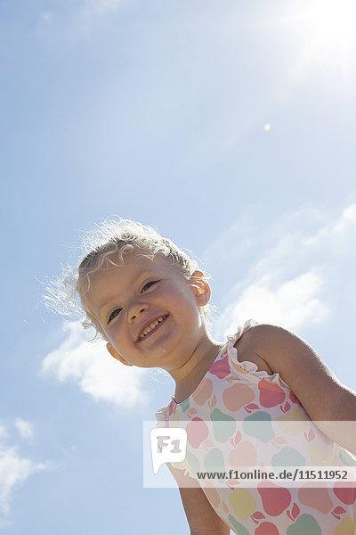Kleines Mädchen im Freien  Portrait
