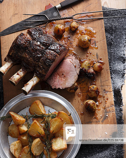 Roastbeef mit Röstkartoffeln und Zwiebeln