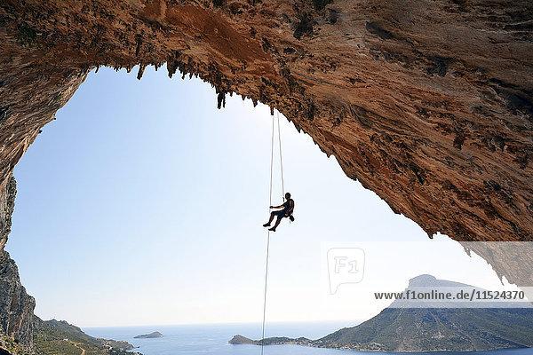 Griechenland  Kalymnos  Abseilen in der Grotte