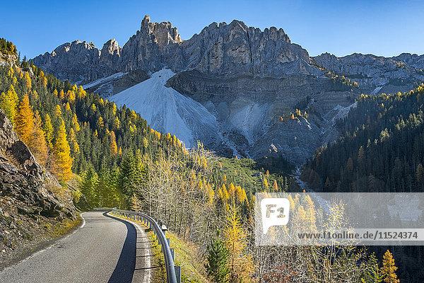 Italien  Südtirol  Funes-Tal  Odle-Gruppe im Herbst