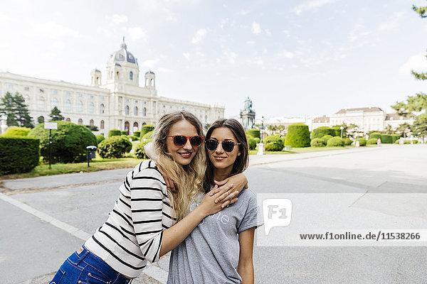 Österreich  Wien  zwei junge Frauen im Museum für Kunstgeschichte
