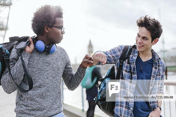 UK  London  zwei beste Freunde bro Gruß