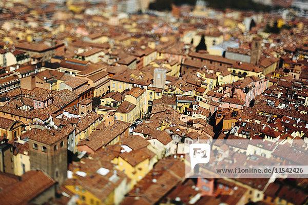 Italien  Emilia-Romagna  Bologna  Stadtbild  Kippschaltung