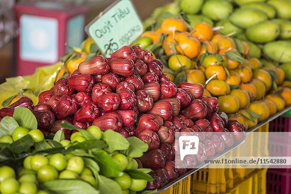 Vietnam  Da Lat  rosa Äpfel auf dem Markt