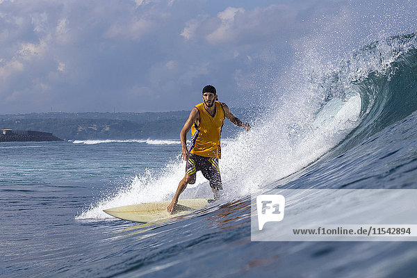 Indonesien  Bali  Surfer