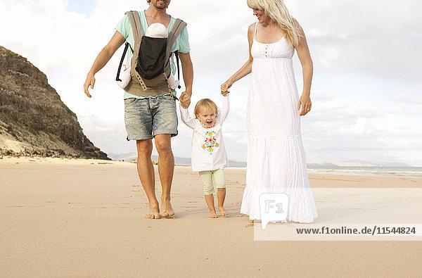 Spanien  Fuerteventura  Jandia  Familienwandern am Strand
