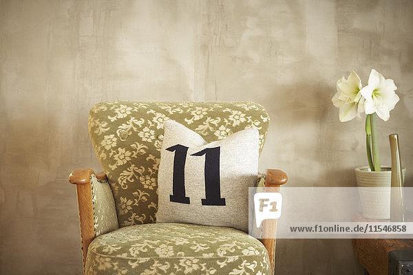 Vintage Sessel mit Kissen