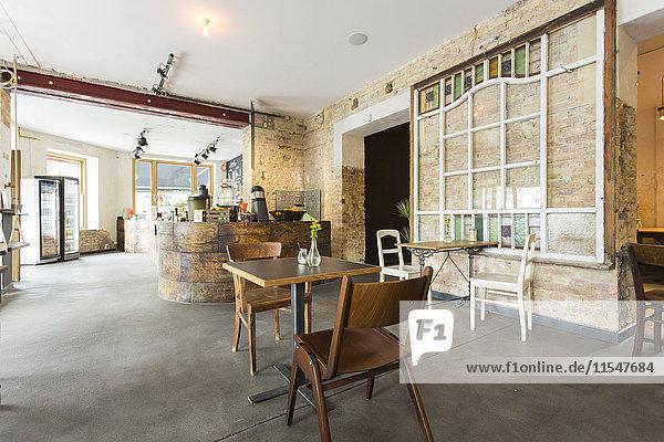 Innenansicht eines modernen Cafés