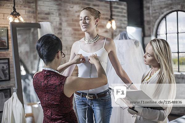 Brautkleid Designer arbeiten  Braut zu sein  Messung Brustumfang