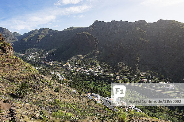 Spanien  Kanarische Inseln  La Gomera  Valle Gran Rey  Blick auf die Bergdörfer Los Granados und Chele