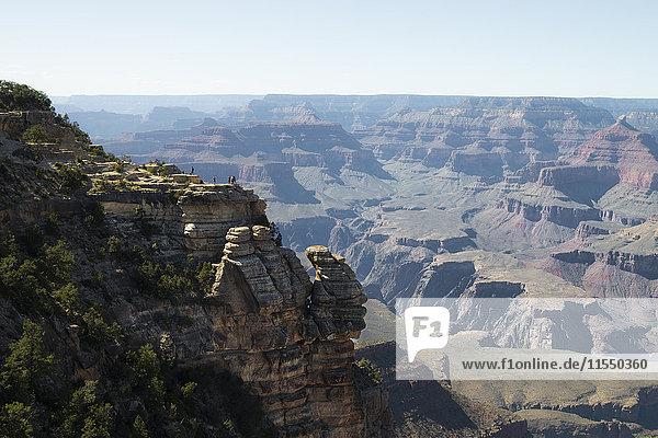 USA  Arizona  Grand Canyon  Menschen am Aussichtspunkt