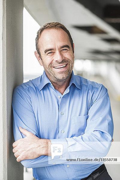 Porträt eines glücklichen Geschäftsmannes