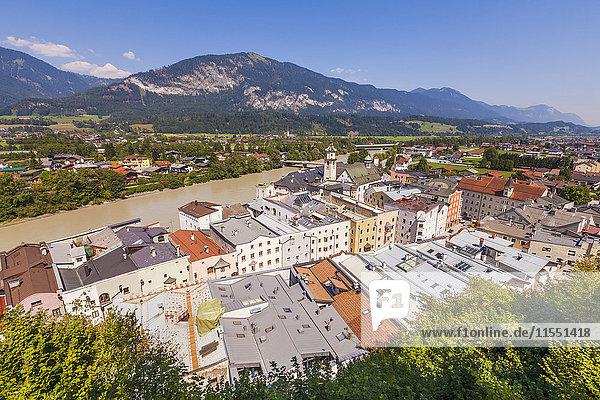 Österreich  Tirol  Rattenberg  Stadtbild mit Inn