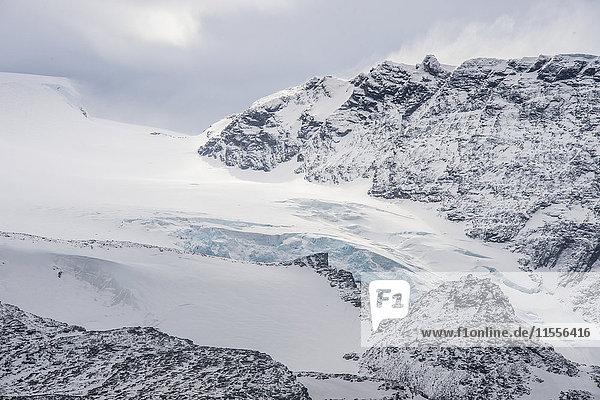Glacier flowing down a mountain on Elephant Island  South Shetland Islands  Antarctica  Polar Regions